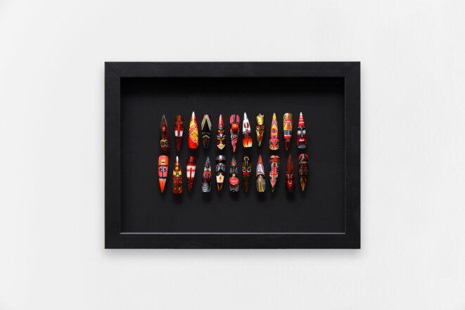 """Pilar Albarracin, """"Armamentos IV (Armements IV)"""", 2020, Faux ongles, vernis et feutre, 24,5 x 33,5 x 5,5 cm © Pilar Albarracin, courtesy galerie Georges-Philippe & Nathalie Vallois, Paris"""