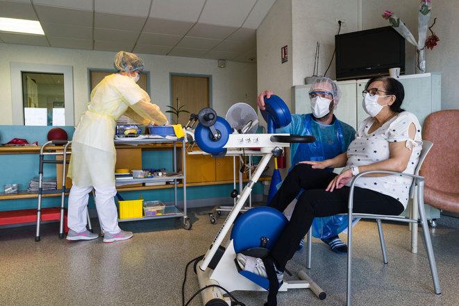 Paciente en rehabilitación en Mulhouse (Haut-Rhin). © AFP