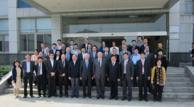 Alain Mérieux en visite à l'institut de virologie de Wuhan avec son nouvel adjoint Jean-Michel Hubert © DR