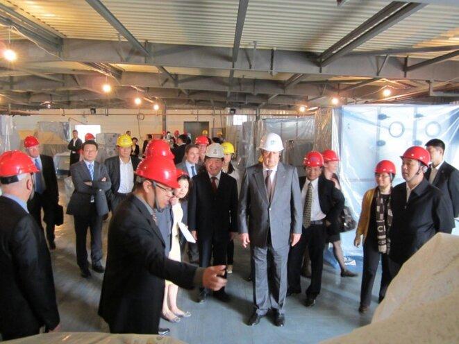 Alain Mérieux lors d'un visite du chantier du laboratoire P4 de Wuhan. © DR
