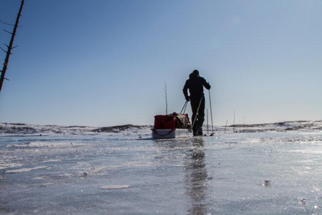 Les vrombissements de la glace qui travaille me remontent le long de l'échine et font friser mes narines.