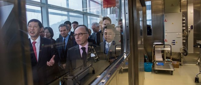 French prime minister Bernard Cazeneuve during the inauguration of the laboratory at Wuhan, February 23rd 2017. © AFP/Johannes Eisele