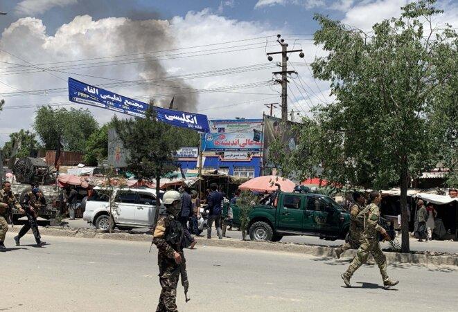 Des forces de sécurité afghanes près de la maternité Dasht-e Barchi le 12 mai 2020. © Haroon Sabawoon/Anadolu Agency/AFP