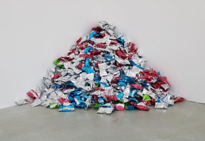 Félix González-Torres, Untitled (Fortune Cookie Corner), 1990 -  Vue de l'exposition «New York: The Eighties; Part Two» © Consortium Museum, Dijon