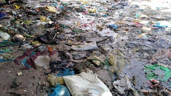 Déchets direct à la mer – 18 mai 2019 – Libreville (Gabon). Nettoyage de la Plage face à l'ancienne hôtel Rapotchombo par la société Averda.