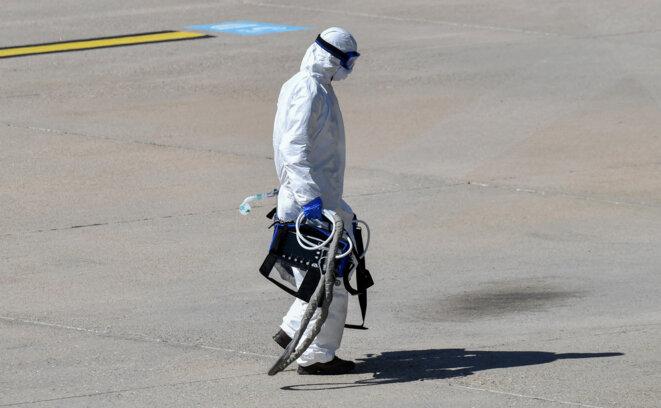 Sur l'aéroport de Nîmes, le 4 avril 2020. © Pascal GUYOT / AFP