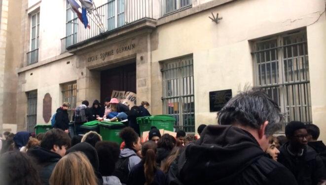 Blocus d'un lycée parisien en Janvier 2020 en réaction aux violences policières