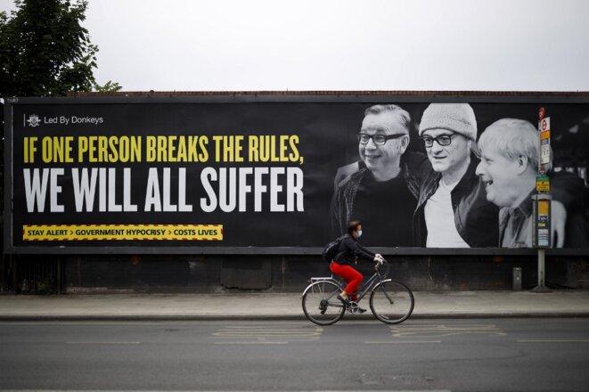 Une affiche antigouvernementale dans le nord-ouest de Londres le 3 juin 2020. © Tolga Akmen/AFP