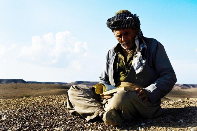 Vieux Kurde lisant