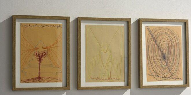 Philppe Deloison, L'abeille blanche, 2019, dessin et écriture médiumnique automatique sur papier, 34 cm x 24 cm x 3.