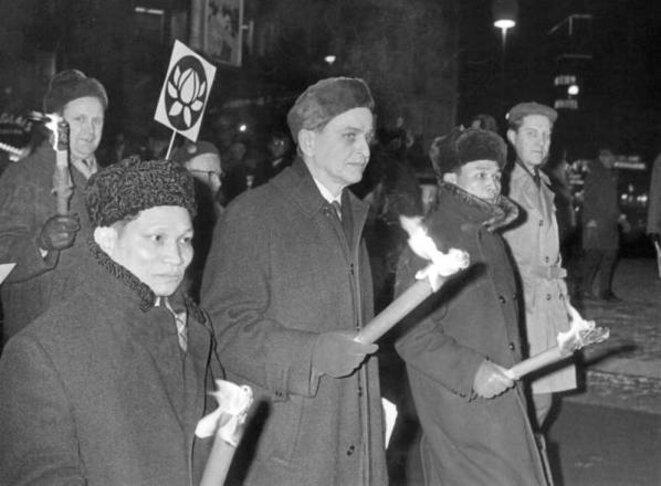 Olof Palme à une marche contre la guerre du Viêtnam, en 1968. © WikiCommons