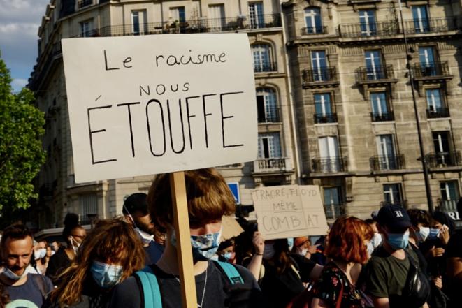 Rassemblement contre le racisme et les violences policières à Paris, 2 juin 2020. © Rachida El Azzouzi