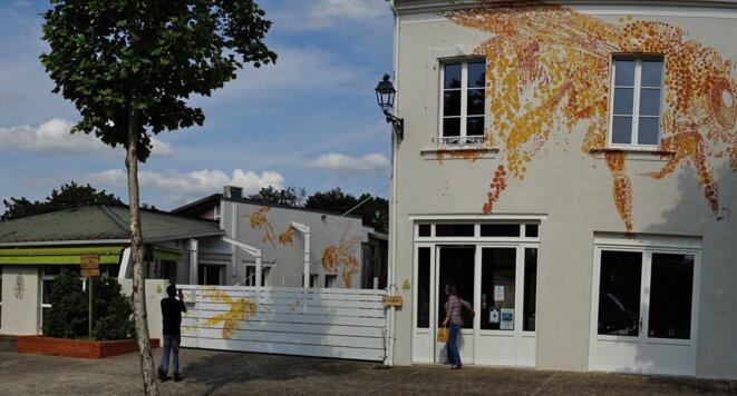 Site de l'entreprise Ballot-Flurin à Maubourguet avec fresque réalisée in situ par Charley Case