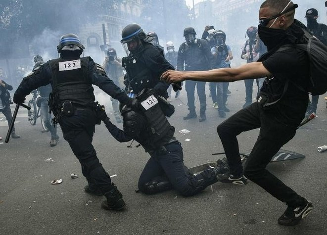 Policière blessée, frappée dans le dos, manifestation interdite 13 juin 2020 © X