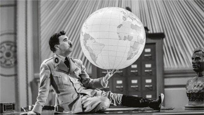 """Scène extraite du """"Dictateur"""", de Charlie Chaplin. © DR"""