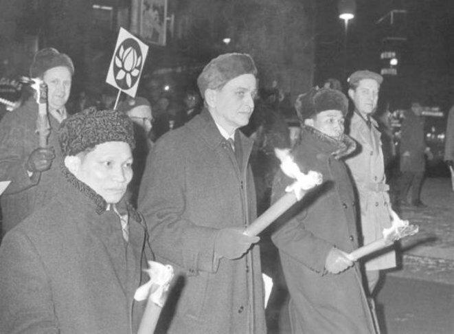 Olof Palme en una marcha contra la guerra de Vietnam, en 1968. © WikiCommons