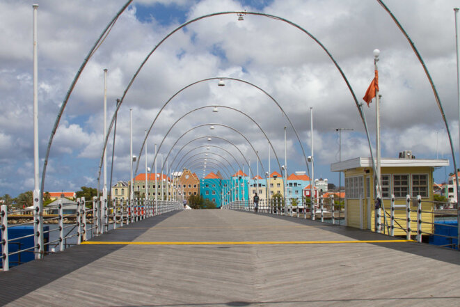 Rues tranquilles à Willemstad. Des mesures contre le Coronavirus s'appliquent également à Curaçao. Image ANP.