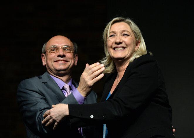 Jean-Luc Schaffhauser et Marine Le Pen lors d'un meeting, à Strasbourg, le 12 mars 2014, dans le cadre de la campagne municipale. © PATRICK HERTZOG / AFP