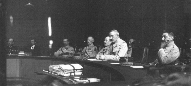 «Le général fournier au conseil de guerre, le conseil» (1920). © Cliché agence Meurice—Gallica/BNF (usage non commercial autorisé).