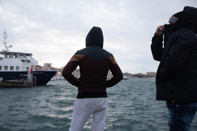 Mehdi et Ahmad, sur le port de Marseille. © LM