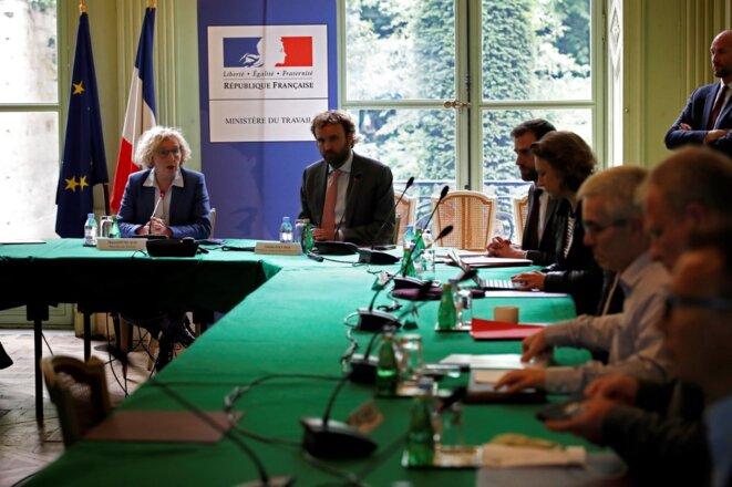 La ministre du travail Muriel Pénicaud et son directeur de cabinet Antoine Foucher, le 9 juin. © Thomas Coex / AFP