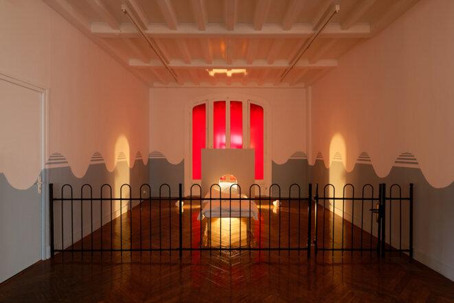 """Vue de l'exposition """"Dauphins, Dauphines"""" de Charlotte Khouri, La Galerie centre d'art contemporain de Noisy-le-Sec, 25 janvier - 18 juillet 2020 © Aurélien Mole"""