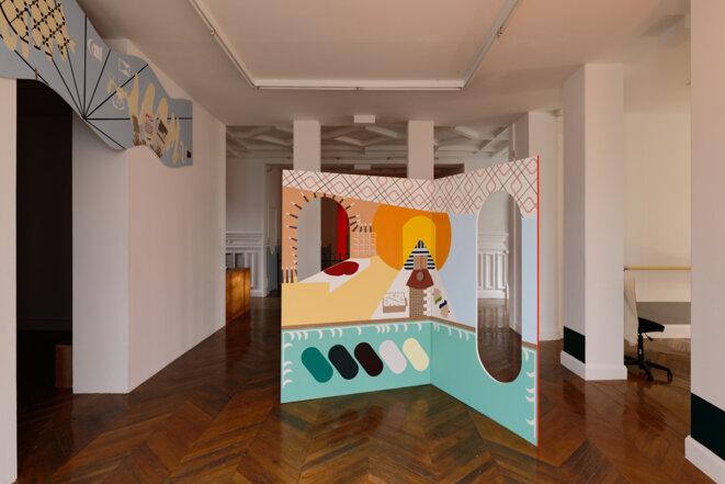 """Vue de l'exposition """"Dauphins, Dauphines"""" de Charlotte Khouri, Paravent, La Galerie centre d'art contemporain de Noisy-le-Sec, 25 janvier - 18 juillet 2020 © Aurélien Mole"""