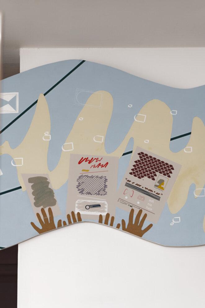 """Vue de l'exposition """"Dauphins, Dauphines"""" de Charlotte Khouri, Table de réunion (détail), La Galerie centre d'art contemporain de Noisy-le-Sec, 25 janvier - 18 juillet 2020 © Aurélien Mole"""