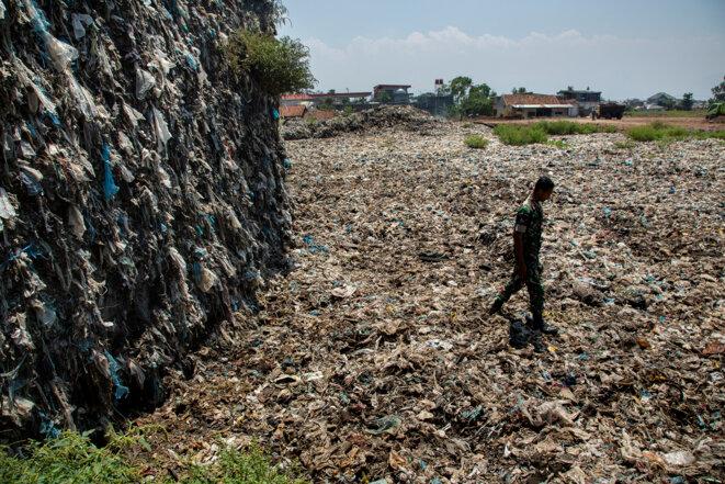 20 ans de déchets plastique accumulés hors de la rivière Citarum à Bandung, Java, Indonésie © Ed Wray - Getty Images