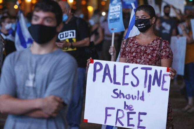 Des manifestants protestent contre le projet d'annexion le 23 juin 2020 à Tel Aviv. © Jack Guez/AFP