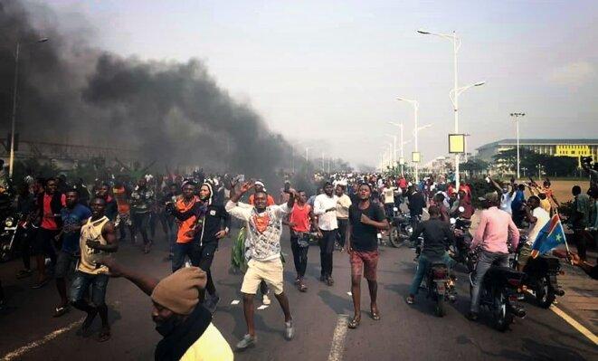 Manifestation aux abords du Parlement à Kinshasa le 24 juin 2020 © Twitter