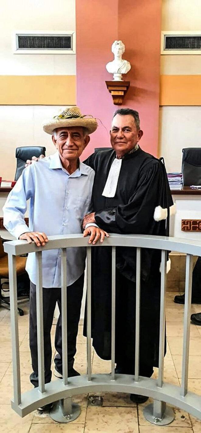 Avec Oscar Temaru, en juin 2019, au moment du procès Radio Tefana.