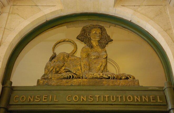 Entrée du Conseil constitutionnel. Sculpture d'Apel.les Fenosa © Conseil constitutionnel