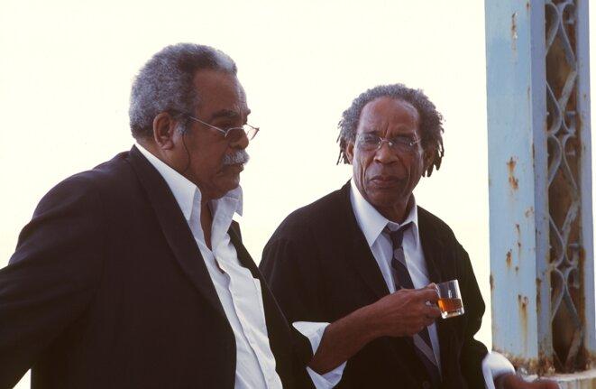 Édouard Glissant et Jacques Coursil en 2005 à Carthage, lors du colloque international « Autour d'Édouard Glissant ».