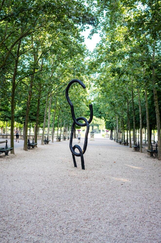 """""""Le Cri, l'Ecrit"""", sculpture à la mémoire de l'esclavage inaugurée au Jardin du Luxembourg en 2007"""