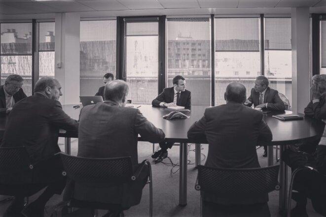 Réunion le 21 avril 2017 au siège de campagne d'Emmanuel Macron, en présence de Michel Debacq (tout à gauche) © Compte Twitter d'Emmanuel Macron