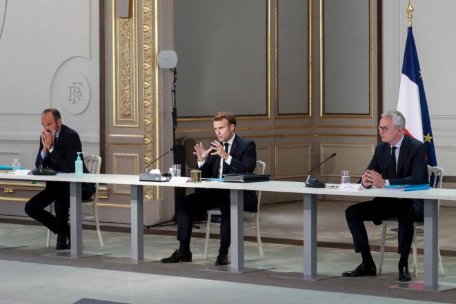 Emmanuel Macron, entouré d'Edouard Philippe et Bruno Le Maire, reçoit les syndicats à l'Elysée, mercredi 24 juin. © Ludovic MARIN / POOL / AFP