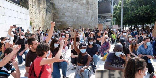 Lors de la manifestation sur le parvis des Droits de l'Homme en hommage à Georges Floyd, le 1er juin dernier, qui avait réuni 500 personnes. © Crédit photo : Fabien Cottereau © Fabien Cottereau