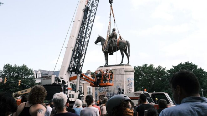 Statue deboulonnée à Richmond aux USA © Eze Amos