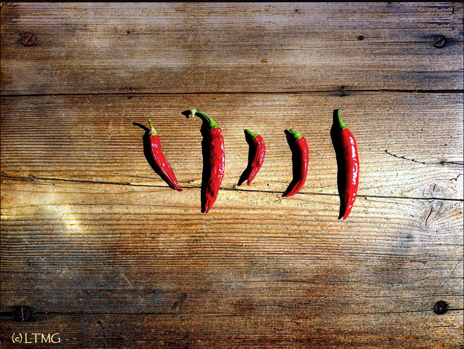 Drying Chii Peppers © Luna TMG Instagram