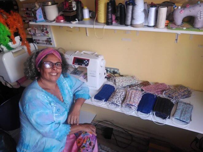 Artisane de l'AMESOL fabriquant des masques en tissu © AMESOL