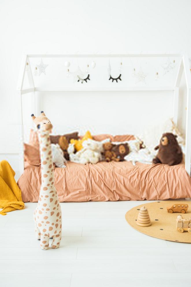 lit-cabane-au-sol-pour-bebe