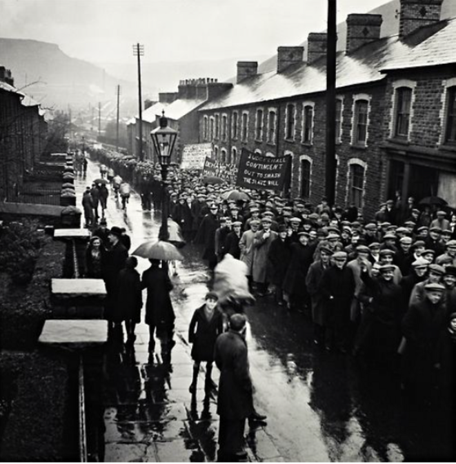 Manifestation en 1935 dans le sud du Pays de Galles/Edith Tudor-Hart
