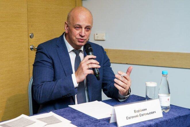 Le professeur Ievgueni Ievguenevitch Voronine en discussion le 21 mars 2020 avec l'association de femmes séropositives E.V.A. © E.V.A.