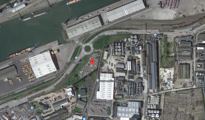 Aire d'accueil de Petit Quevilly, située aux pieds de l'usine Total et Lubrizol © google maps