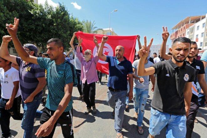 Les manifestants défilent à Tataouine le 23 juin 2020. © Fathi Nasri/AFP