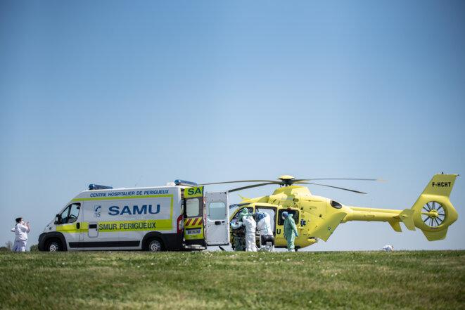 Arrivée d'un malade à Périgueux, le 10 Avril 2020. © Romain Longieras / Hans Lucas via AFP