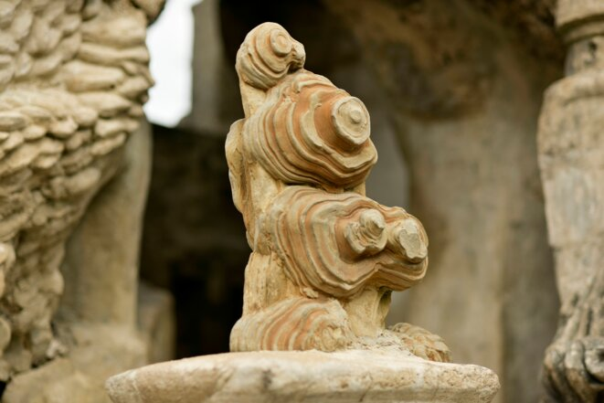 Palais du facteur Cheval, pierre fondatrice © Courtesy Palais idéal du facteur Cheval / Photographe : Frédéric Jouhanin