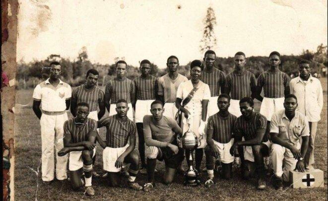 L'équipe Cruzeirinho, une des équipes qui participa à la Liga Nacional de Futebol Porto-Alegrense, ligue autonome noire, au Brésil en 1920.