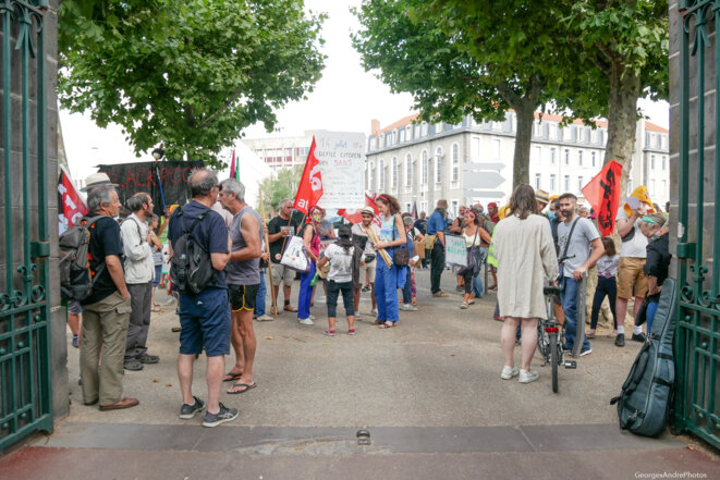 Du parc Lecoq vers la sortie Université, la foule dense et colorée © Georges-André Photos